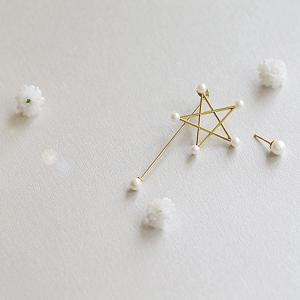 Asymmetric Faux Pearl Pentagram Earrings - Golden