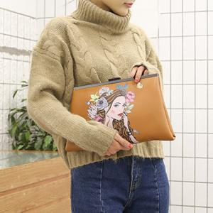 Clip Portrait Print Clutch Bag - LIGHT BROWN