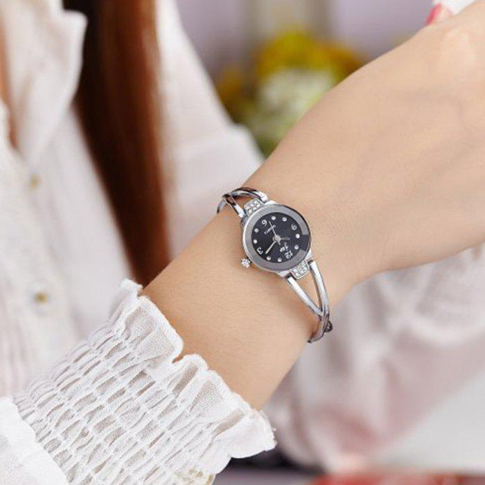 JW Alloy Strap Rhinestone Wrist WatchJEWELRY<br><br>Color: SILVER AND BLACK; Gender: For Women; Style: Classics; Type: Quartz watch; Index Dial: Analog; Case material: Alloy; Band material: Alloys; Movement: Quartz; Dial Shape: Round; Water-Proof: No; Case Thickness(MM): 0.6mm; Dial Diameter: 2cm; Band Length(CM): 18cm; Band Width(CM): 0.7cm; Package Contents: 1 x Watch;