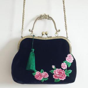 Peony Embroidered Kiss Lock Handbag - BLACK