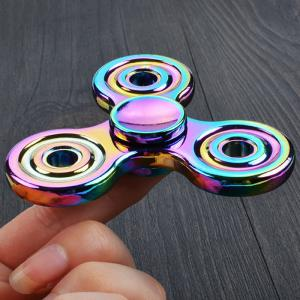 Stress Relief Toy Rotating Colorful Triangle Gyro Finger Spinner - Multicolore