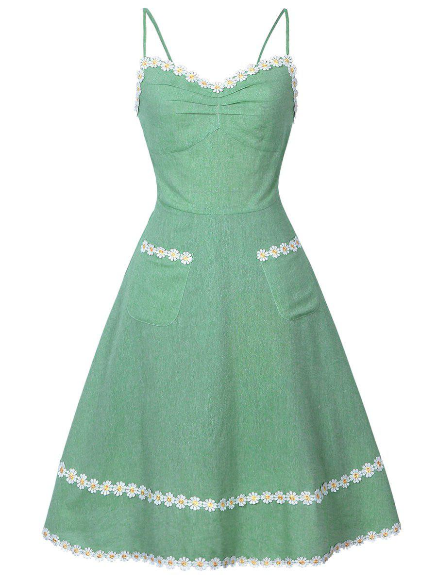 Daisy Applique Slip DressWOMEN<br><br>Size: M; Color: GREEN; Style: Vintage; Material: Cotton,Polyester; Silhouette: A-Line; Dress Type: Slip Dress; Dresses Length: Knee-Length; Neckline: Spaghetti Strap; Sleeve Length: Sleeveless; Embellishment: Appliques,Front Pocket; Pattern Type: Floral; With Belt: No; Season: Summer; Weight: 0.3200kg; Package Contents: 1 x Dress;