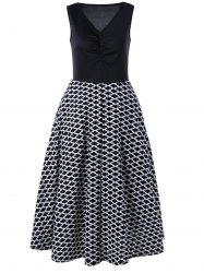 V Neck Monochrome Sleeveless Swing Dress