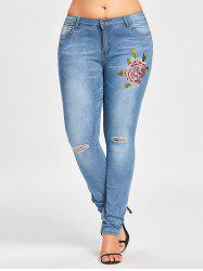 Plus Size  Embroidered Ripped Light Wash Jeans -