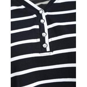 Bouton de taille Plus Embellished Striped V Neck Tee - Rayure 2XL