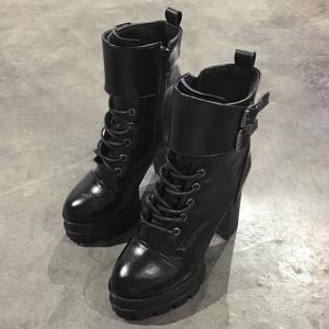 Bottines à talon aiguisé -