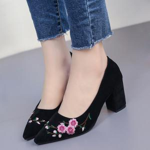 Chunky Embroidery Flower Pointed Toe Pumps - BLACK 35