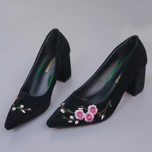 Chunky Embroidery Flower Pointed Toe Pumps - BLACK 39