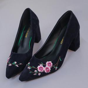 Chunky Embroidery Flower Pointed Toe Pumps - BLUE 38
