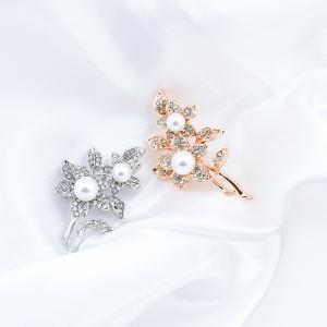 Flower Pattern Fake Pearl Brooch -