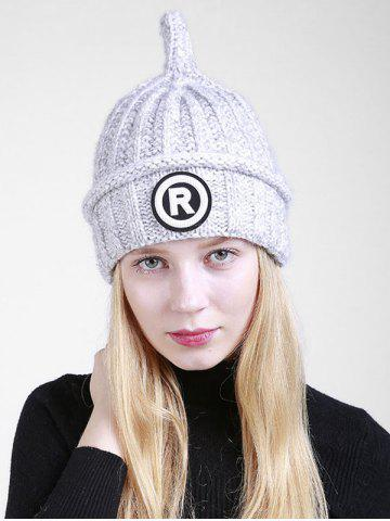 Lettre en plein air R Embellished Crochet Pointy Beanie Gris Clair
