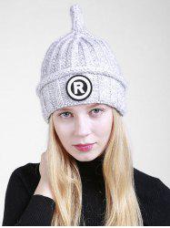 Lettre en plein air R Embellished Crochet Pointy Beanie - Gris Clair
