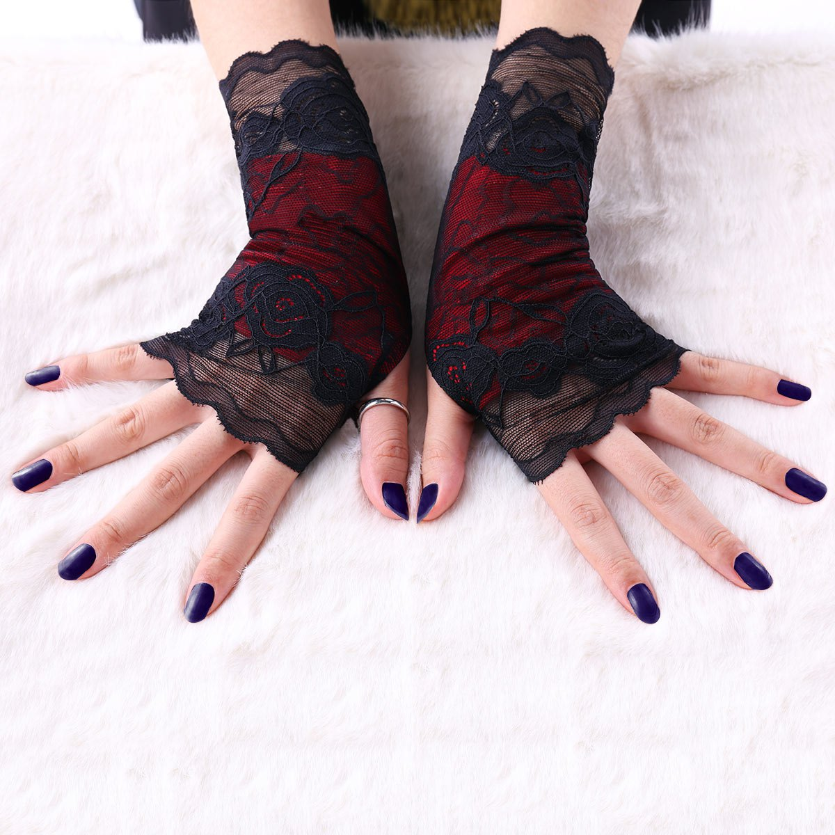 Store Gothic Lace Fingerless Gloves