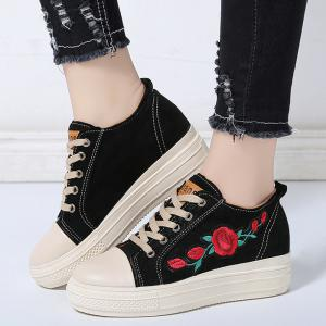Flower Embroidery Stitching Casual Shoes -