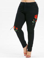 Plus Size Lace Up Flower Applique Jeans -