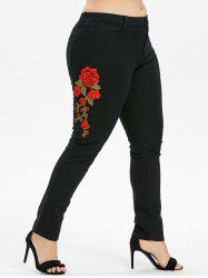 Plus Size Flower Embroidered Zipper Jeans -