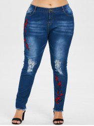 Plus Size Embroidered Frayed Hem Jeans -