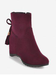 Bottines en daim avec ornements et glands -