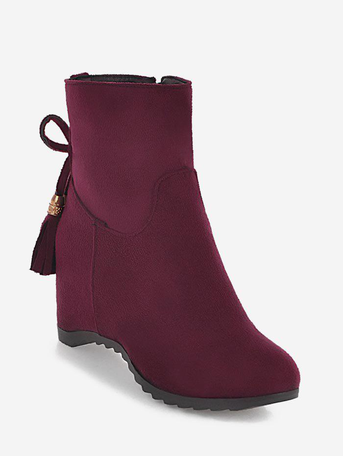 Bottines en daim avec ornements et glands