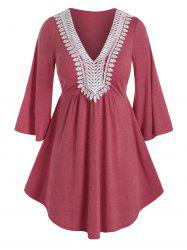 Plus Size Applique Panel Flare Sleeve Curved Tunic Tee -