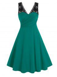 Plus Size Surplice Lace Panel Ruched Backless Midi Dress -