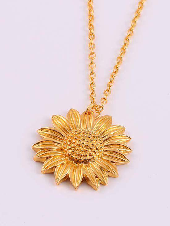 Chic Carved Sunflower Pendant Chain Necklace