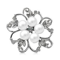 Fake Pearl Hollow Out Flower Brooch - Blanc
