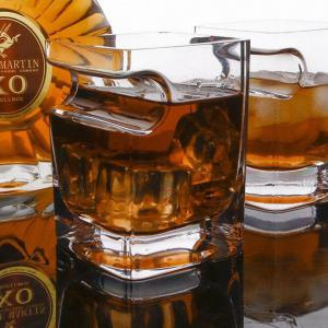 Creative Whisky Wine Cup with Cigar Holding Groove -
