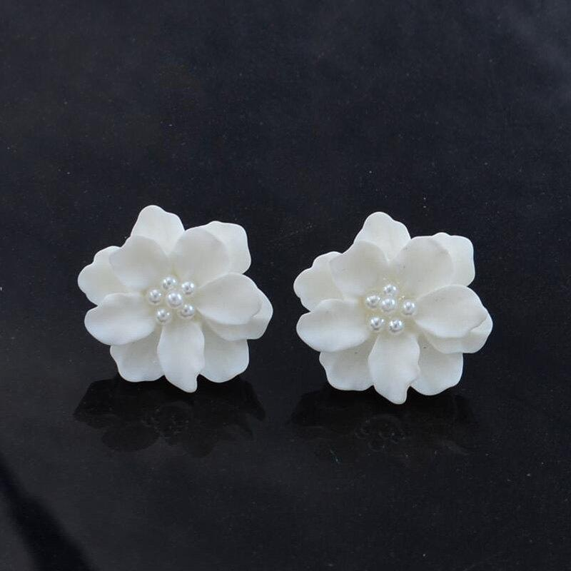 Chic G962 Simple Personality Three-dimensional Petals White Sweet Flowers Pearl Earrings