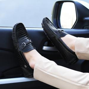 2017 Summer and Autumn New Pants Shoes Male Leather Glossy Leather Crocodile Pattern Korean Version of The Hair Stylist Sets of Feet Driving Shoes -