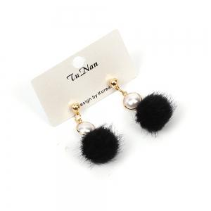 2017 New Pearl Wool Ball Plush Pompon Earrings Personalized Winter Accessories -