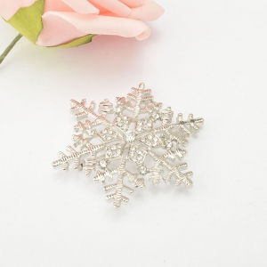 Christmas Gifts Snowflake Brooches For Women Garment Accessories Crystal Rhinestone Scarf Pins Brooches Jewelry -