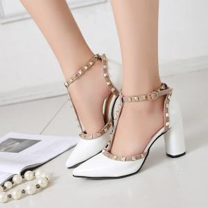 A Buckle Hollow Pointed Leather Sandals -