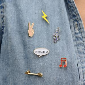 Victory Music Note Lightning Arrow Brooch Button Pins Jacket Denim Pin Badge Gift Fashion Jewelry for Women Men -
