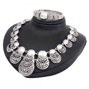 Fashionable Gold-plated Necklace  with Earrings and Bracelet Rings -