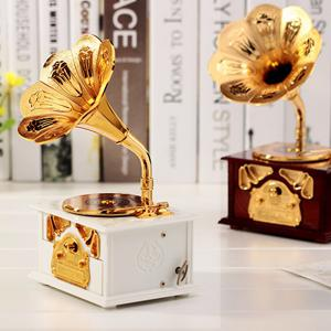 2 Color Creative Gramophone Model Music Box Retro Music Box Plastic Ornaments Birthday Gift -