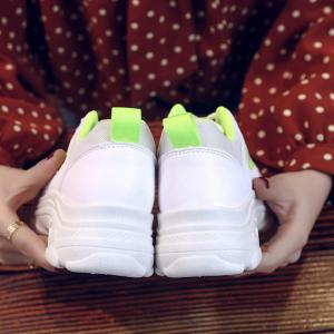 Lace Up Sneakers forme plate -