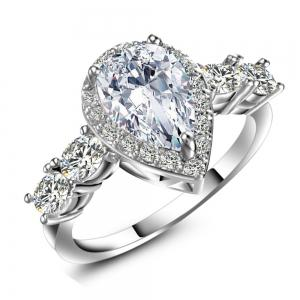 Bague zircon artificielle en forme de diamant -