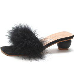 A Pair of Slippers in The Middle of The Toes -