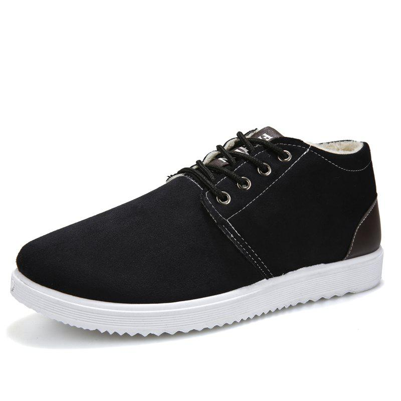 New Man and Cotton Shoes To Keep Warm in Winter
