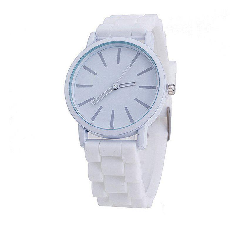 Montre de quartz de couleur bonbon mignon occasionnel simple de silicone