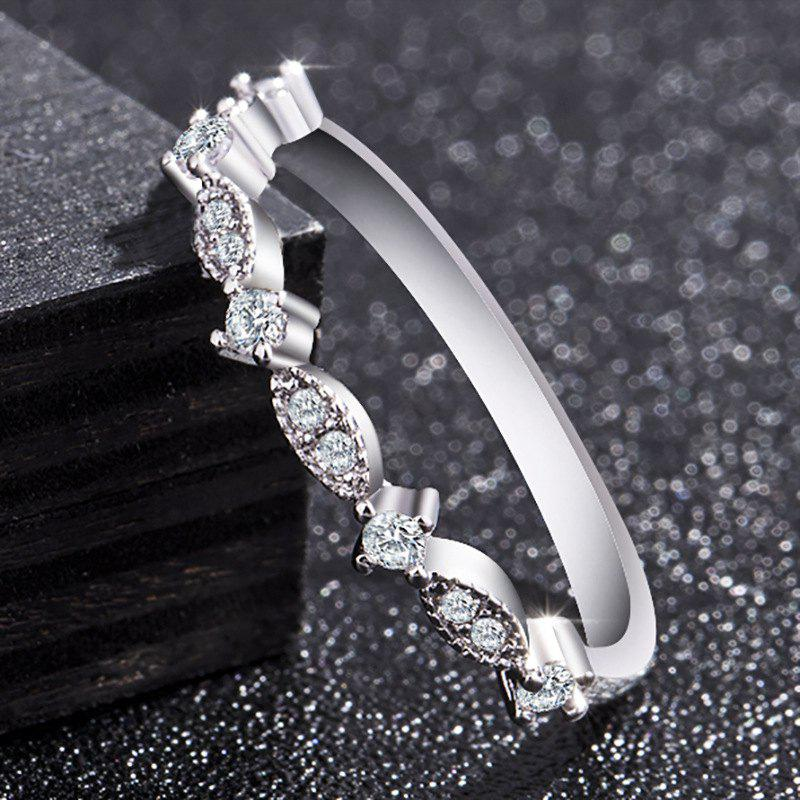 Outfits Women Fashion Exquisite Small 14K Gold Small Diamond Silver Ring